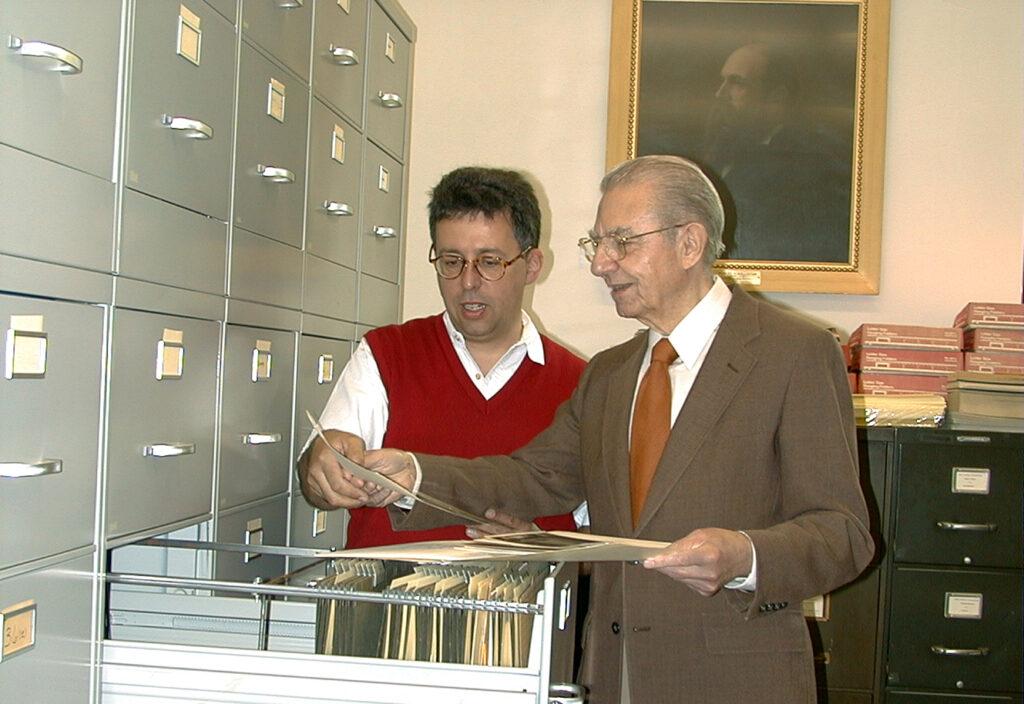 Glenn Sonnedecker consulting with Holger Goetzendorff in 1999